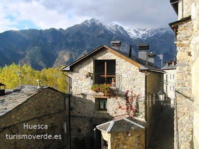 TURISMO VERDE HUESCA. Borda Marianet, vistas desde la casa.